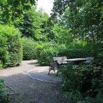Hagen in de tuin.